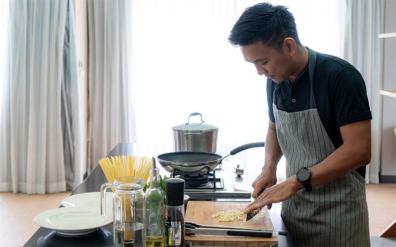 กิจกรรมผ่อนคลายเมื่อ Work From Home ทำอาหารกินเอง